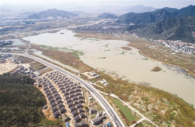 手绘洪水冲击堤坝