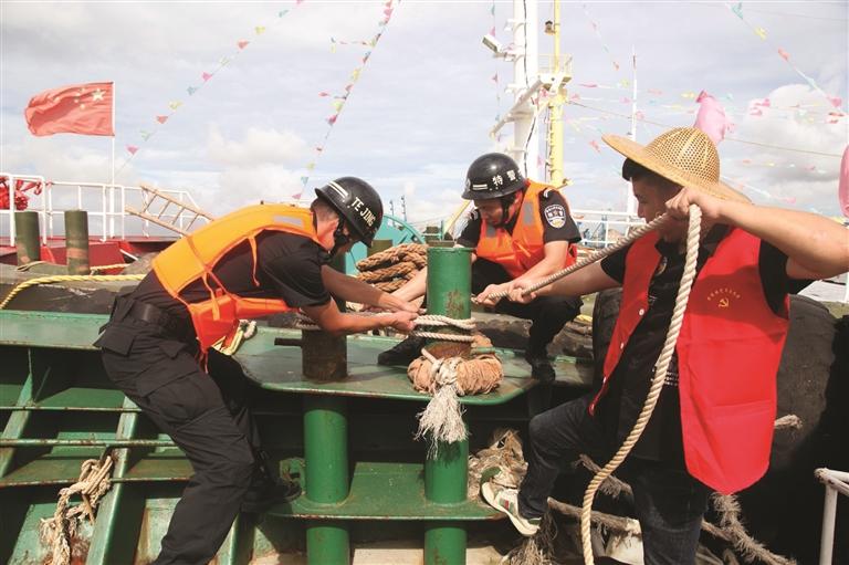 加固船只 抢收农作物 积极防御台风